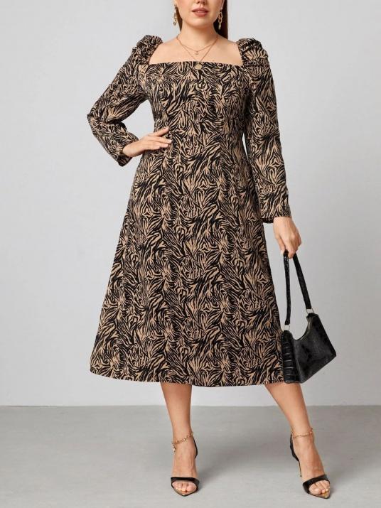 Rochie în marimi mari cu decolteu pătrat